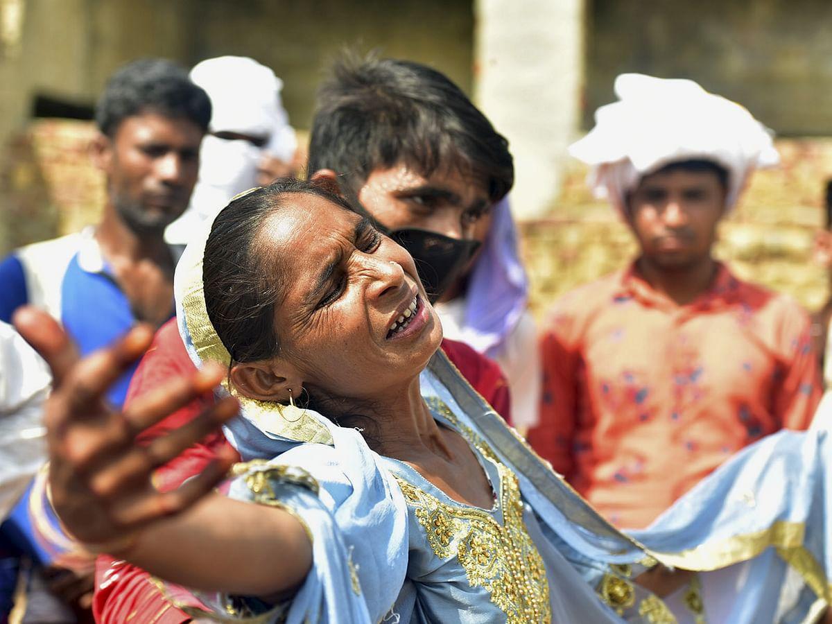 जहरीली शराब का कहर  : लगी लाशों की कतार, यूपी के अलीगढ़ में अब तक 46 लोगों की मौत