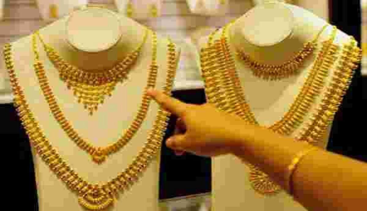महामारी में लगातार दूसरे साल मनाया जाएगा अक्षय तृतीया, जानिए एक साल में कितना महंगा-सस्ता हुआ सोना