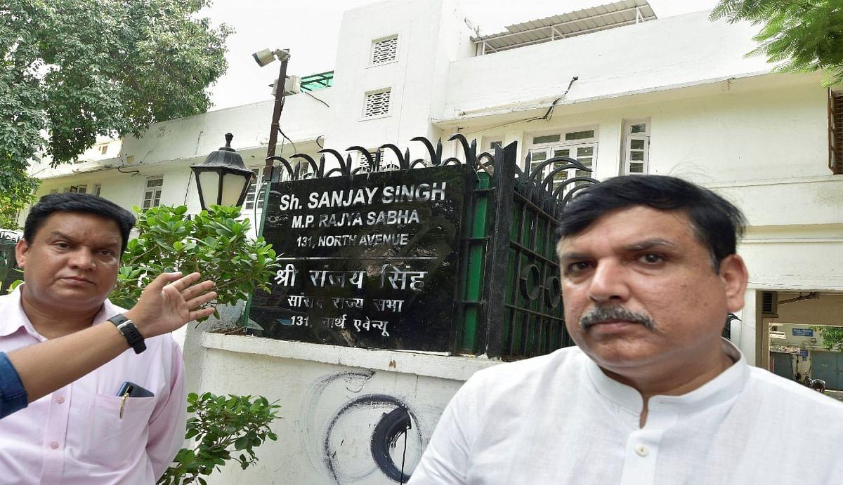 'आप' सांसद संजय सिंह ने भाजपा समर्थकों पर लगाया घर पर हमला करने का आरोप, नेमप्लेट पर पोत दी कालिख
