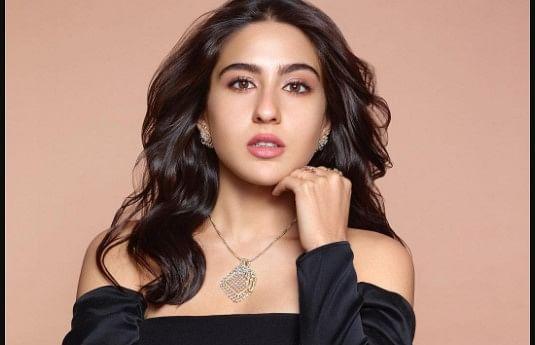 सारा अली खान ब्लैक ऑफ शोल्डर ड्रेस में दिखीं बेहद ग्लैमरस, आउटफिट की कीमत करेगी हैरान