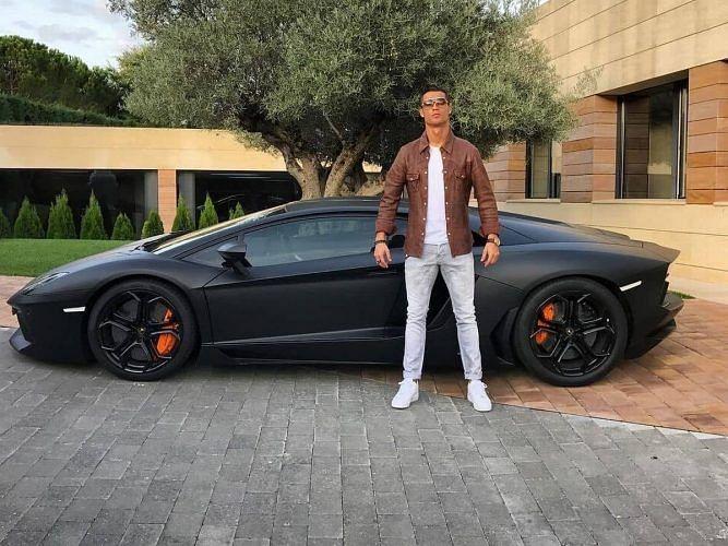 Ronaldo Lifestyle: दुनिया की सबसे महंगी कार से लेकर हीरे की घड़ी तक इन अनूठे चीजों के मालिक हैं रोनाल्डो, रॉयल लाइफ जीते हैं पुर्तगाली कप्तान