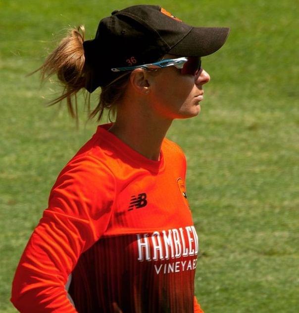 विराट कोहली से शादी करना चाहती थी यह खूबसूरत महिला क्रिकेटर, पूरी दुनिया के सामने किया था प्रपोज