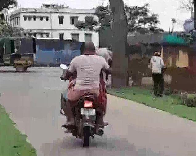 अस्पताल में खड़ी रही एंबुलेंस नहीं मिली, बाइक से बच्चों की लाश ले गए परिजन