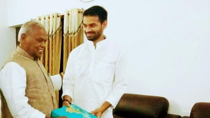 जीतन राम मांझी से मिलने पहुंचे Lalu Yadav के बड़े बेटे तेज प्रताप, बिहार में सियासी हलचल तेज