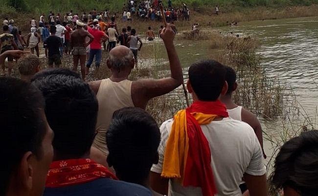 बिहार: खेत जाने के दौरान नदी पार करने में तीन भाई-बहन डूबे, एक की मौत, दो की तलाश जारी
