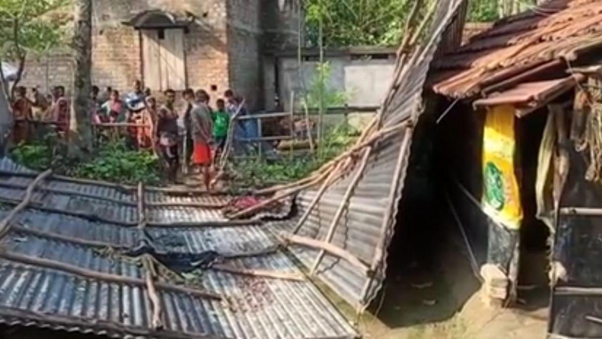 भारी बारिश से उत्तर 24 परगना में कई पेड़ गिरे, अनेकों मकान क्षतिग्रस्त, तापमान भी गिरा