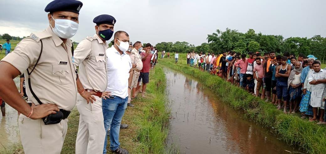 पहले दो थानों के बीच सुलझा सीमा विवाद, फिर पुलिस ने खोजा नक्शा और नदी से निकाली लाश, सिर की तलाश जारी