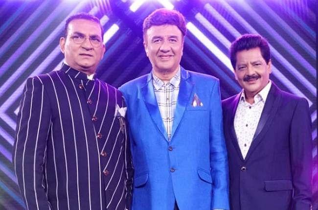 Indian Idol 12 : शो में उदित नारायण स्वेटशर्ट और सनग्लासेस पहने दिखे काफी कूल, आदित्य नारायण का रिएक्शन हो रहा वायरल
