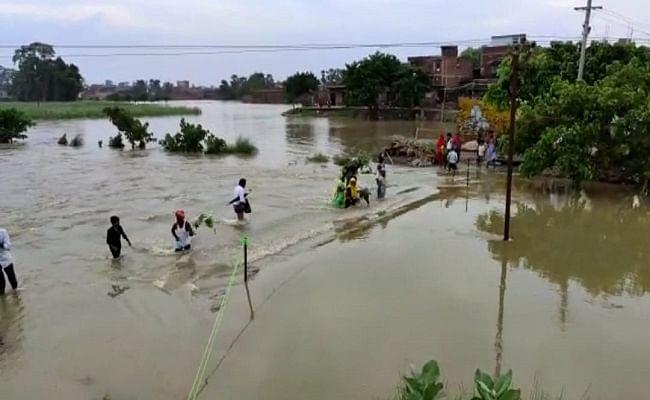 Flood 2021: सरकारी व्यवस्था शून्य, मोतिहारी के कई इलाकों में घुसा बाढ़ का पानी, भोजन-पानी पर भी आफत
