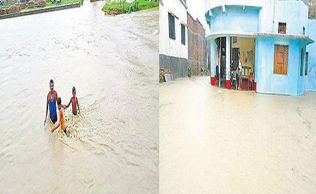 Bihar Flood 2021: बाढ़ के पानी में डूबने लगे चंपारण के कई गांव, निचले इलाकों को किया जा रहा खाली, जलमग्न हुआ बगहा