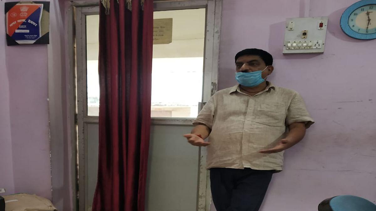 Jharkhand Crime News : नौकरी दिलाने के नाम पर 18 लोगों से 38 लाख रुपये की ठगी, देवघर के करौं ब्लॉक का हेड क्लर्क गिरफ्तार