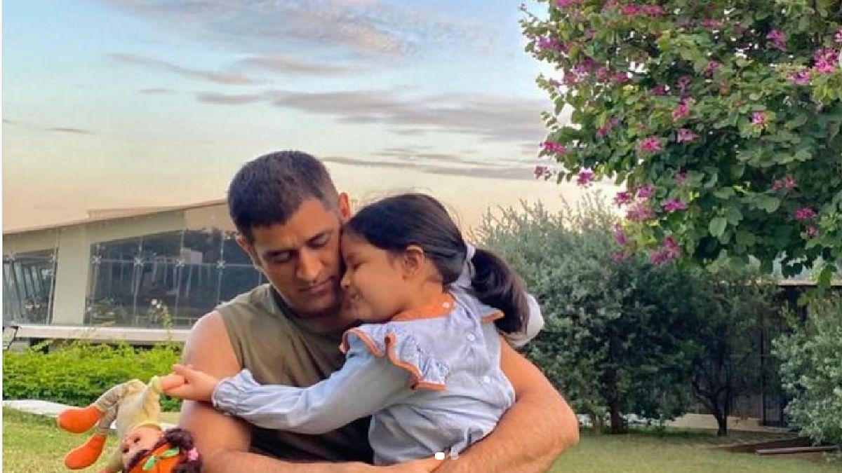 पापा धौनी के साथ नहीं बल्कि अपने नन्हे दोस्त के साथ शिमला में छुट्टियां बिता रही हैं जीवा, सामने आया क्यूट वीडियो
