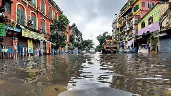 Bengal Weather Alert: मॉनसून की बौछार से पानी-पानी कोलकाता, बंगाल में 19 जून तक जारी रहेगी बारिश