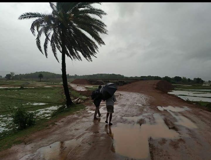 Jharkhand Weather News : झारखंड में बदला मौसम का मिजाज, आसमान से बरसी मौत, रांची में आंधी-तूफान के बीच वज्रपात से दो बच्चियों समेत पांच की गयी जान