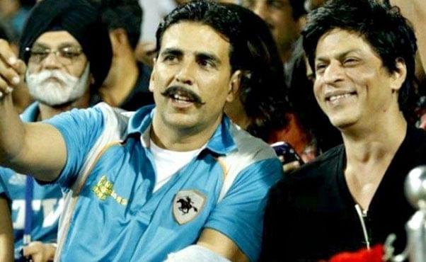 Shah Rukh Khan और Akshay Kumar ने कभी साथ खेला था क्रिकेट, Viral हो रही है दोनों की ये तस्वीर