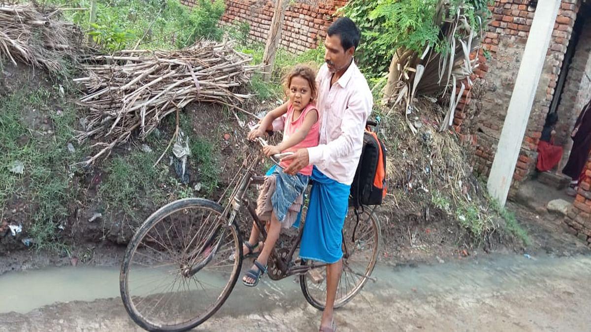 थैलेसीमिया बीमारी से ग्रसित बेटे की जान बचाने पिता सैकड़ों किमी साइकिल से करते हैं सफर, CM हेमंत ने लिया संज्ञान, गोड्डा डीसी को मदद करने का दिया निर्देश