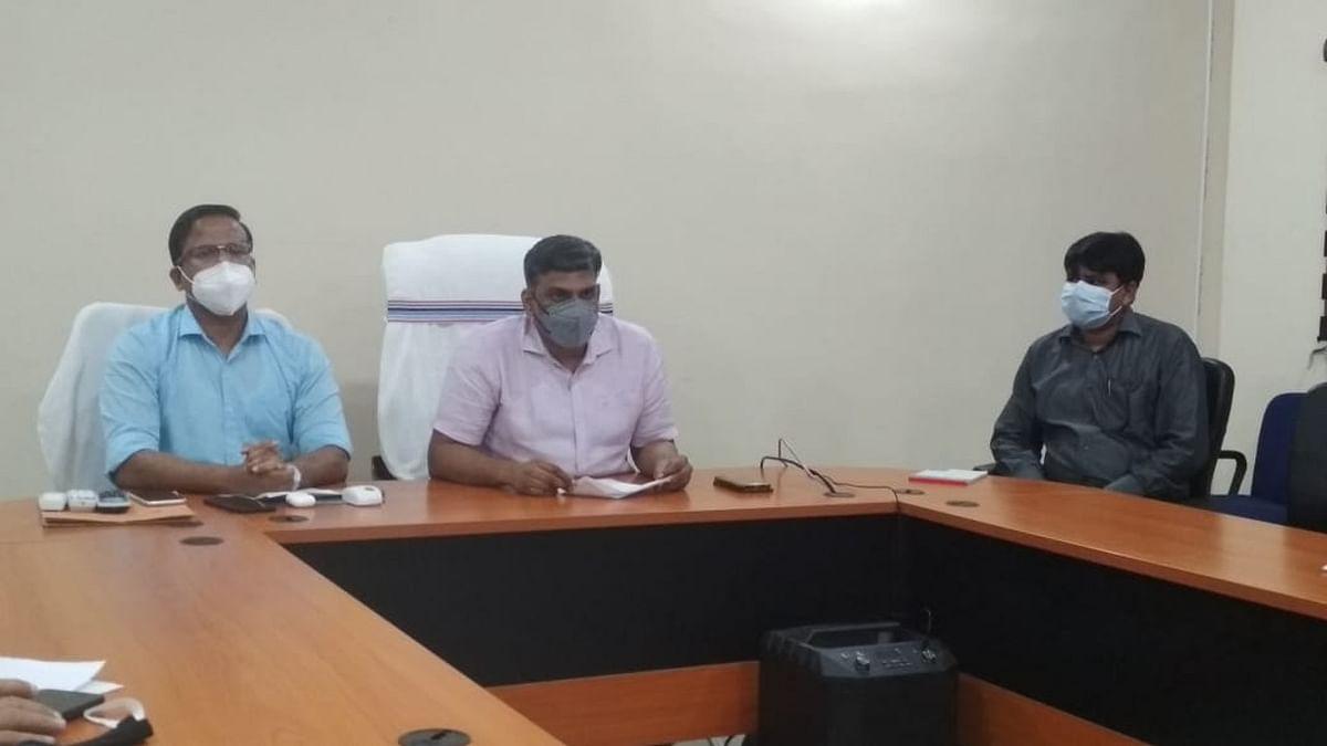 Jharkhand news : इंटर स्टेट वाहन चाेर गिरोह की गिरफ्तारी संबंधी संयुक्त रूप से जानकारी देते हजारीबाग और कोडरमा एसपी.