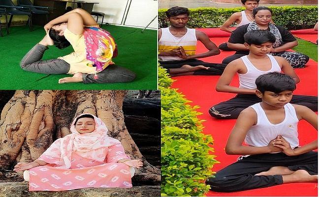 झारखंड की योग शिक्षिका रफिया नाज अभ्यास करातीं हुईं