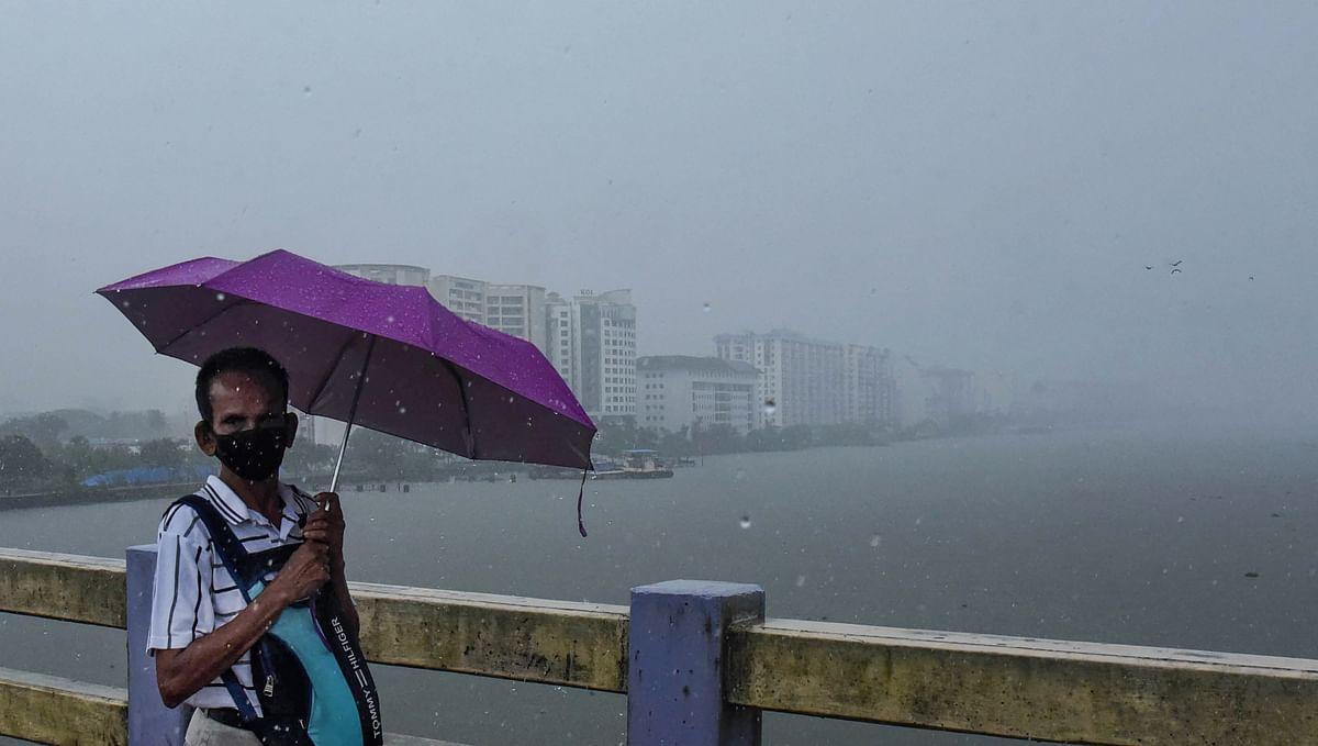 Weather Forecast/ Monsoon 2021 Tracker : दिल्ली, यूपी, बिहार...हर जगह गर्मी से लोग बेहाल, जानें आपके शहर में कब से होगी बारिश