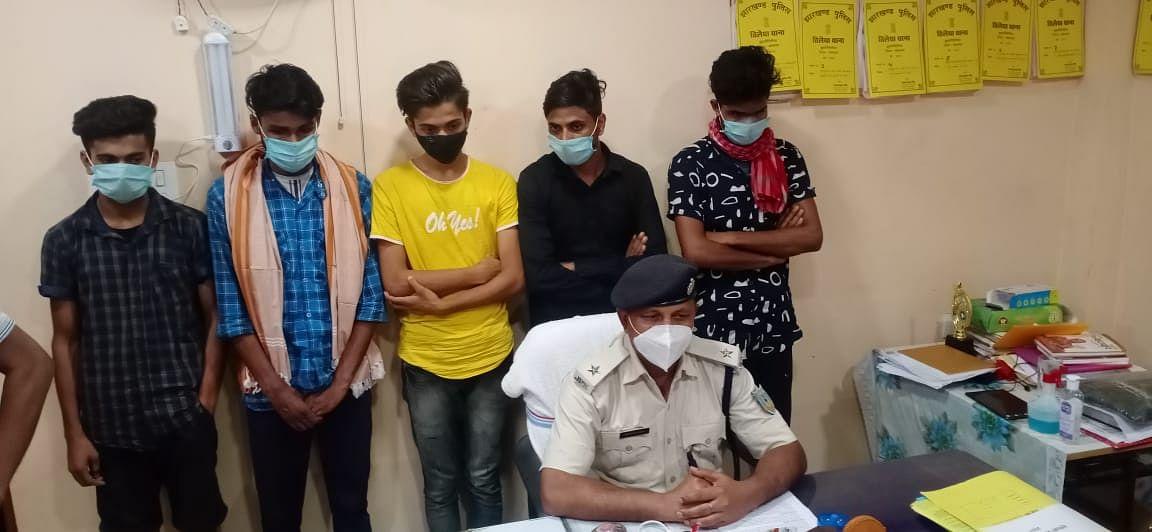 Cyber Crime In Jharkhand : विदेशी लड़कियों के नाम पर Facebook ID बनाकर करते थे ठगी, बिहार के पांच युवक कोडरमा से गिरफ्तार