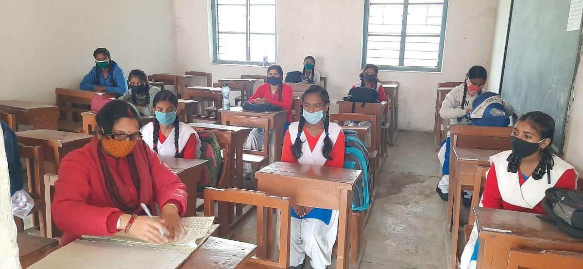 School Reopen: स्कूल खुलने के बाद भी मोतिहारी के 200 से अधिक विद्यालयों में नहीं हो रही है पढ़ाई, जानिए वजह