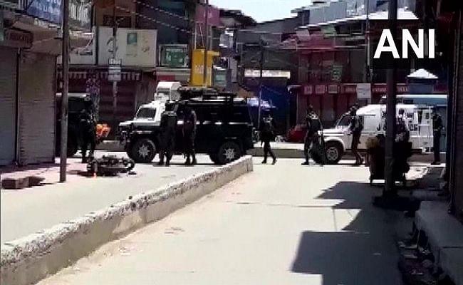 जम्मू-कश्मीर में सुरक्षाबलों पर आतंकी हमला, दो जवान शहीद, 2 नागरिकों की मौत