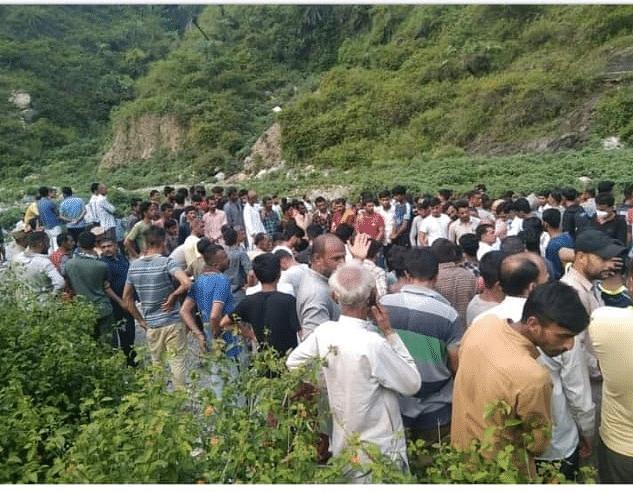 हिमाचल प्रदेश में कार खाई में गिरी, नौ की मौत, शादी समारोह में शामिल होने जा रहे थे मृतक