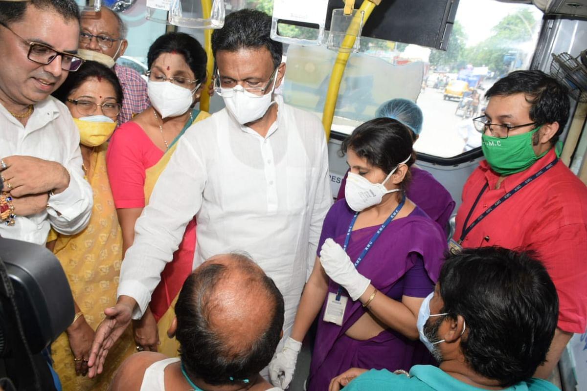 वैक्सीनेशन ऑन व्हील्स: कोलकाता में बस को बनाया चलता-फिरता टीका केंद्र, ऐसे चलेगा टीकाकरण अभियान