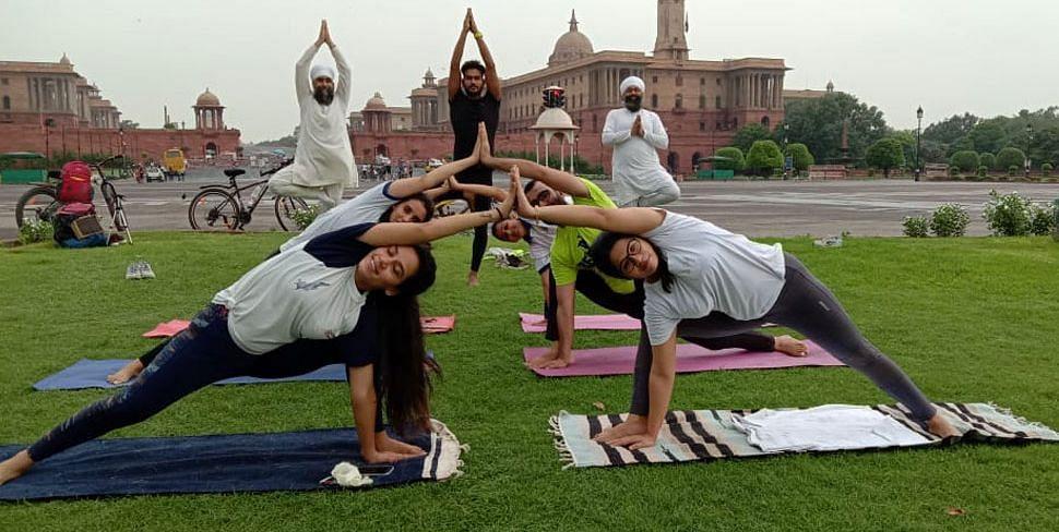 योग दिवस पर हेल्दी इंडिया की मुहिम, भारत और दुनिया को 'योग की शक्ति' बता रहा भारतीय योग संस्थान
