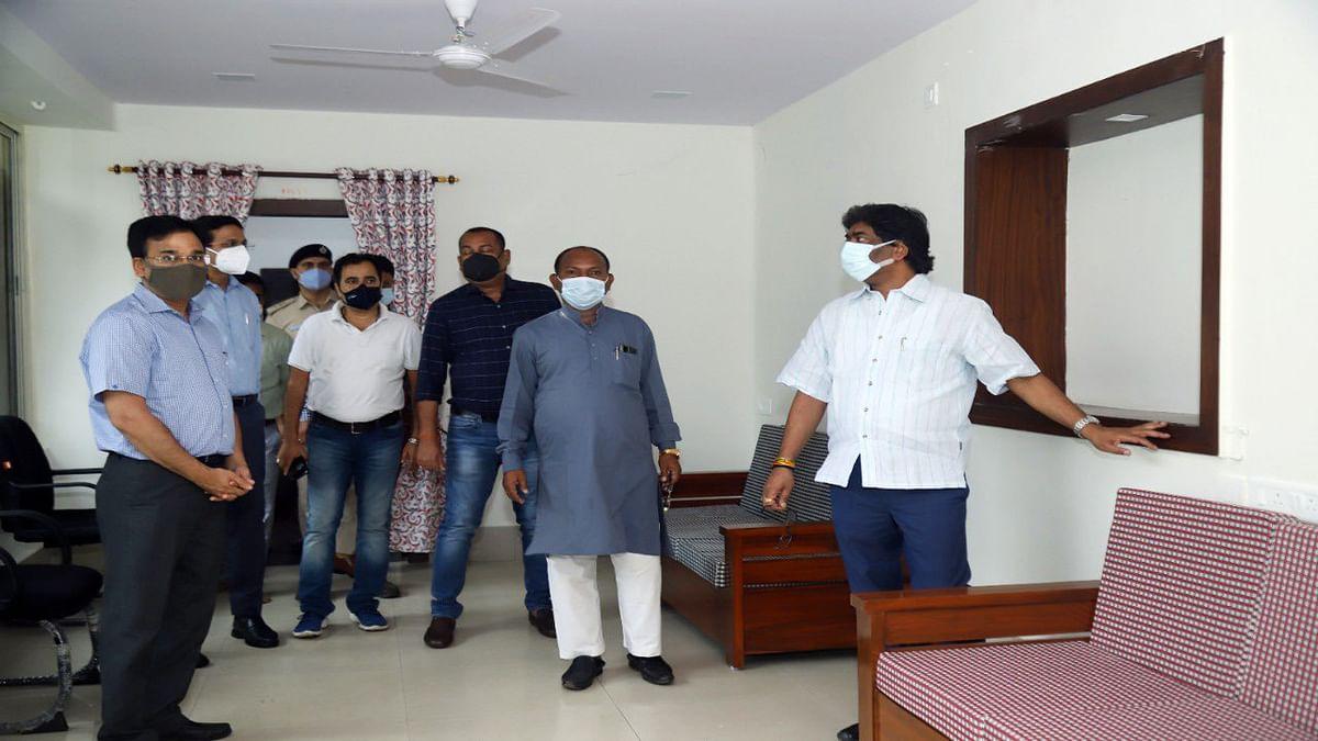 चेन्नई से शिक्षा मंत्री के आने से पहले सीएम हेमंत सोरेन ने रांची के डोरंडा स्थित श्री महतो के आवास का किया निरीक्षण.