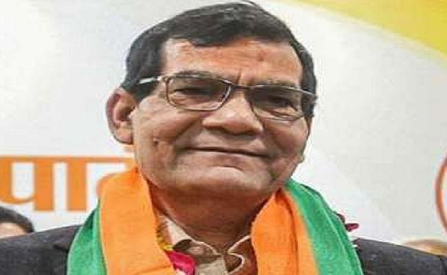 यूपी विधानसभा चुनाव की तैयारियों में जुटी बीजेपी, गुजरात से दिल्ली तक पीएम मोदी के साथ रहे पूर्व नौकरशाह एके शर्मा को मिली अहम जिम्मेदारी