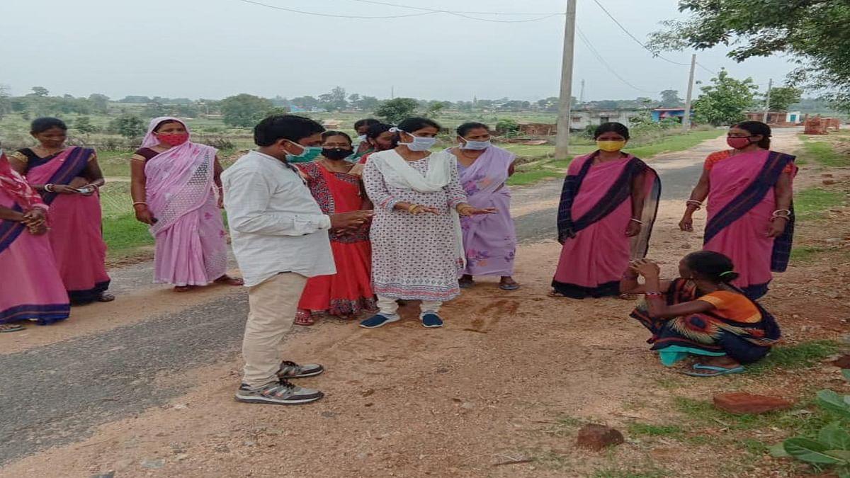 Corona Vaccination Update News : अफवाह व डर के कारण रामगढ़ के मांडू में टीकाकरण शिविर में नहीं पहुंच रहें ग्रामीण, बुमरी व तोपा में नहीं लगा एक भी टीका