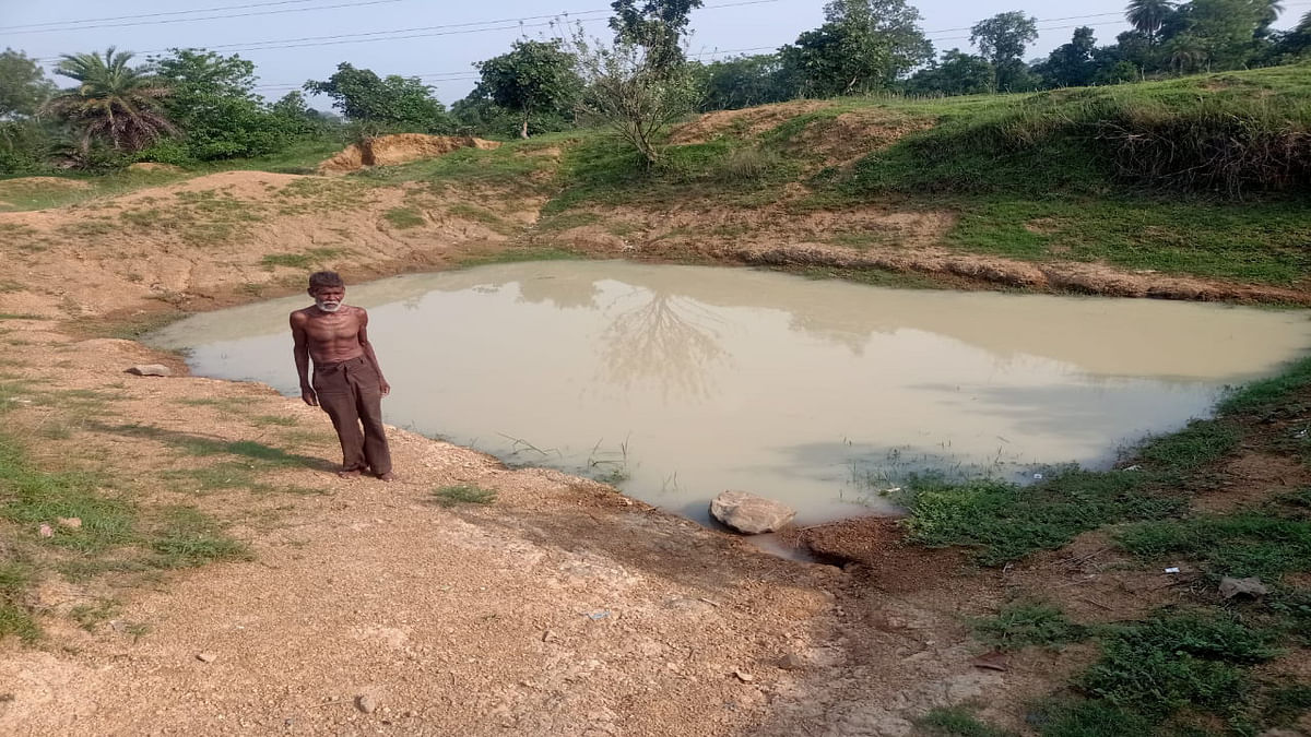 62 वर्षीय भोलानाथ के जुनून को देखिए, गांव में पानी की समस्या देख खोद डाले 3 तालाब और एक कुआं