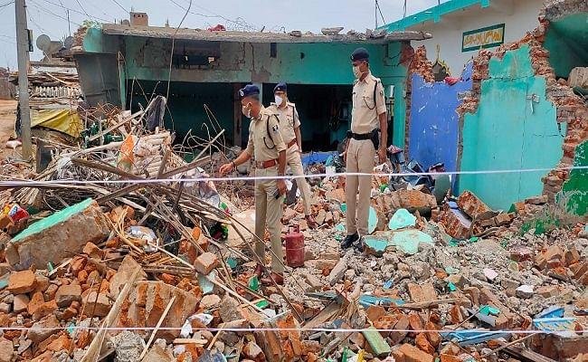 मदरसा में बम फटने के बाद दूसरे दिन भी गांव में पसरा सन्नाटा, हकीकत से पर्दा उठाने में जुटी पुलिस, गांव में कर रही कैंप