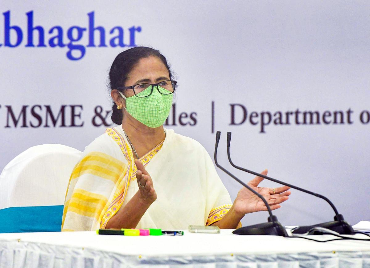 ममता बनर्जी ने औद्योगिक चैंबरों से कहा- पैसे और राहत सामग्री हमें दें, हम करेंगे टीकाकारण और राहत सामग्री का वितरण