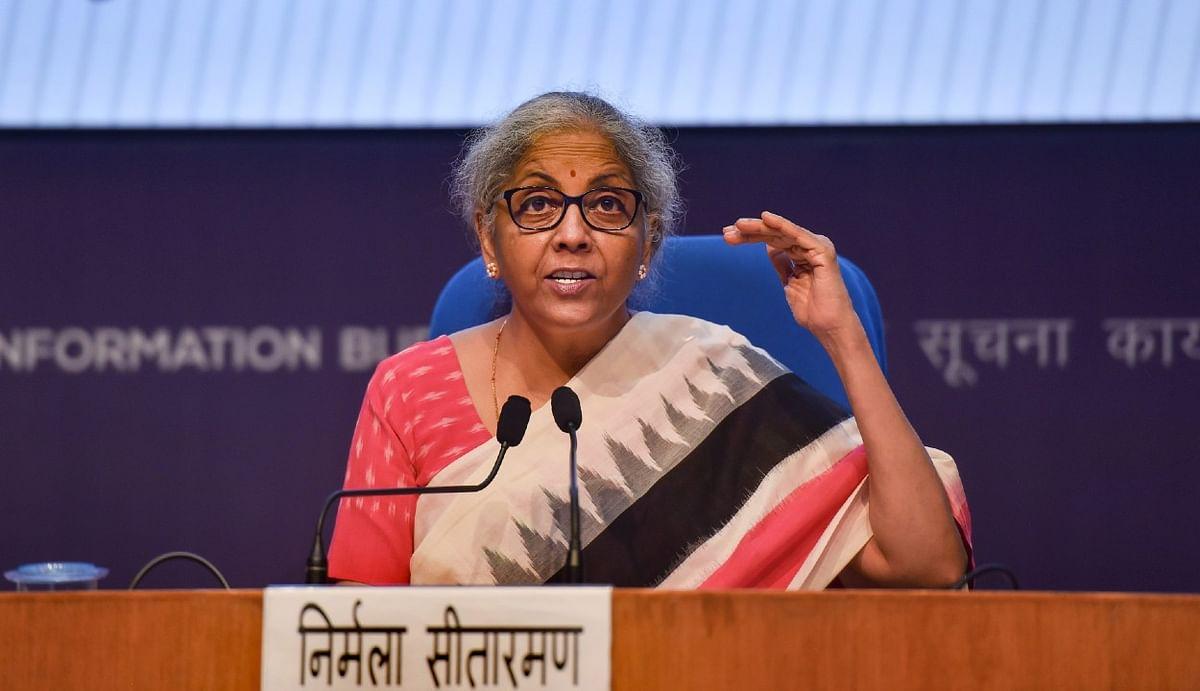 वित्त मंत्री का ऐलान : हेल्थ सेक्टर को 25,000 करोड़ का इमरजेंसी लोन, 2022 तक जारी रहेगी EPF सपोर्ट, 5 लाख टूरिस्टों को वीजा फ्री