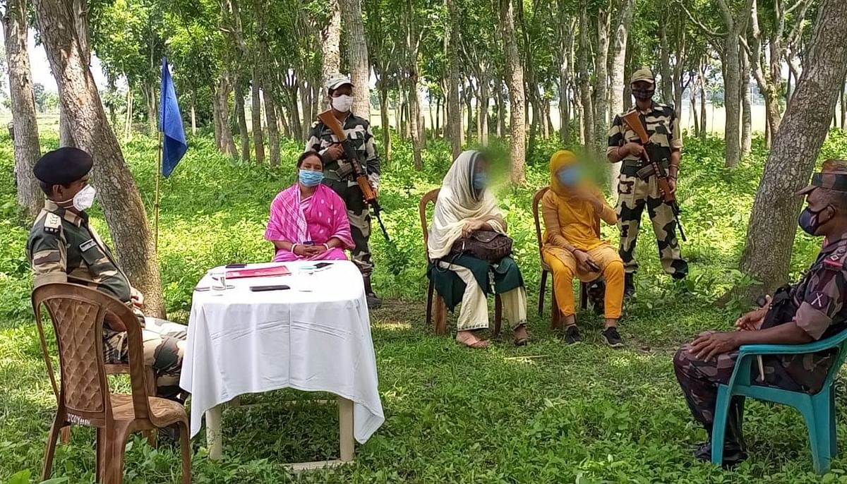 बांग्लादेशी मां-बेटी से बीएसएफ ने की पूछताछ