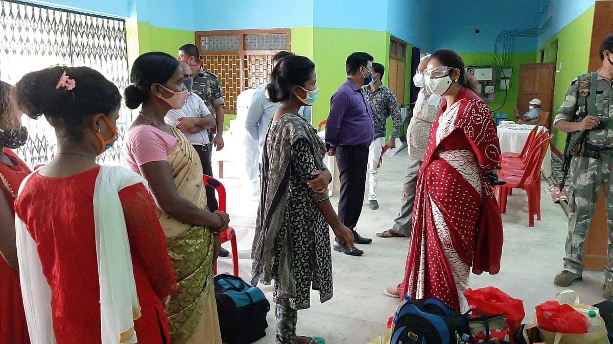 तमिलनाडु में फंसी 38 युवतियां लौटीं दुमका, हेमंत सरकार की पहल पर हुई घर वापसी