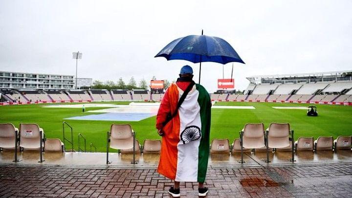 VIDEO: खराब मौसम में भी टीम इंडिया को चीयर करने पहुंची भारत आर्मी, कोहली के लिए गाया अनोखा गाना