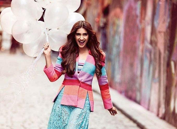 लुक्स से फैशनेबल Sonam Kapoor Ahuja हैं अंधविश्वासी, नए काम की शुरुआत से पहले करती हैं ये काम
