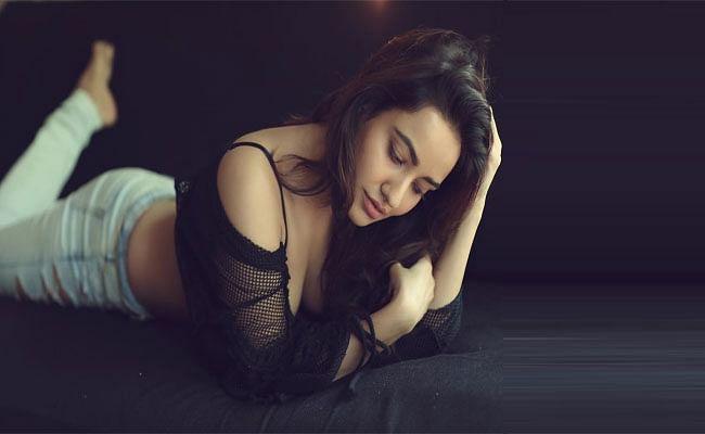 बिहारी बाला Neha Sharma की लेटेस्ट तस्वीरों से इंटरनेट पर मची सनसनी, खूबसूरती में कोई नहीं है इनके आगे