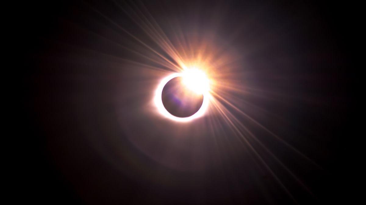 Surya Grahan 2021 Date: आज वृषभ राशि, मृगशिरा नक्षत्र में पड़ेगा साल का पहला सूर्य ग्रहण, क्या भारत में दिखेगा Ring Of Fire, जानें इससे जुड़ी ये 10 अहम बातें