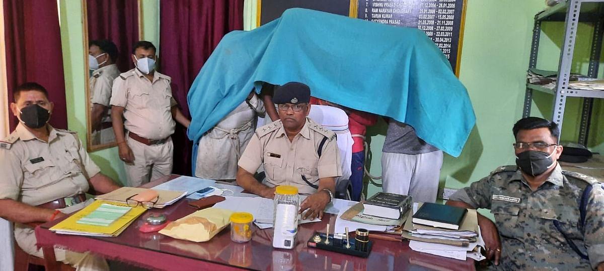 Jharkhand Crime News : अफीम तस्करों के खिलाफ पुलिस की कार्रवाई, चारा में छिपाकर पंजाब ले जाये जा रहे अफीम व डोडा के साथ चार तस्कर चढ़े पुलिस के हत्थे