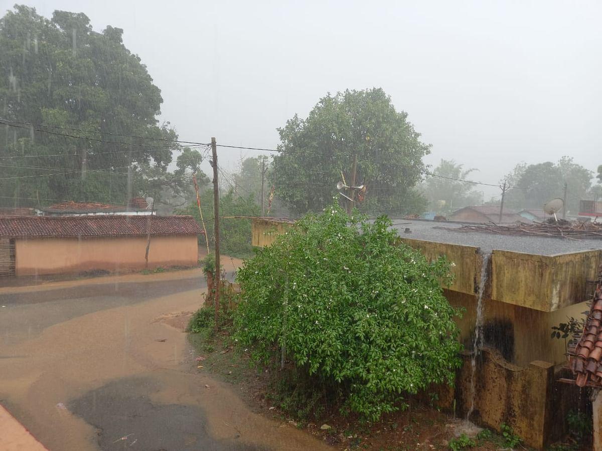 Jharkhand Weather Forecast : झारखंड के इन जिलों में बारिश के आसार, मेघ गर्जन के साथ वज्रपात की आशंका, मौसम विभाग ने जारी किया येलो अलर्ट