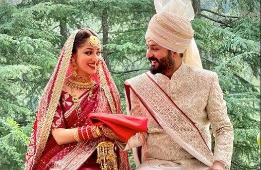 यामी गौतम और निर्देशक आदित्य धर ने रचाई शादी, लाल जोड़े में बेहद खूबसूरत दिखीं एक्ट्रेस, PHOTO