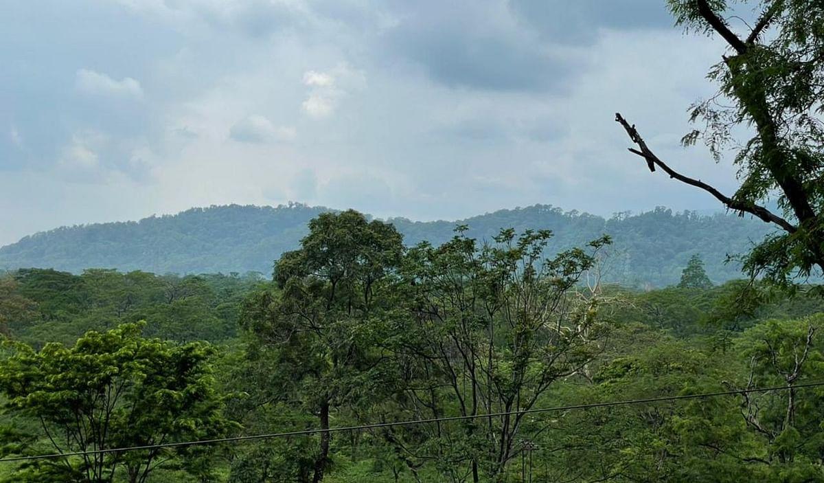 हरे-भरे पहाड़ बुलाते हैं, हौले से कानों में कहते हैं- 'ये हसीन वादियां, ये खुला आसमान'...