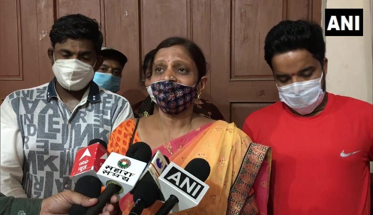 इंदौर में वैक्सीनेशन सेंटर पर भाजपा की नेता ने मनाया अपना जन्मदिन, सोशल मीडिया पर वीडियो वायरल पर मांगी माफी