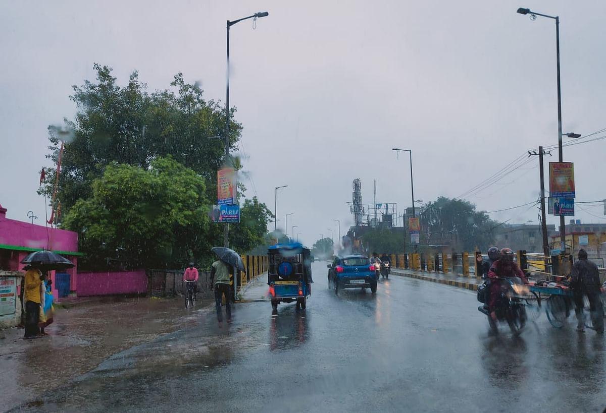 Jharkhand Weather Forecast : झारखंड में मेघ गर्जन के साथ आज इन जिलों में हो सकती है भारी बारिश, वज्रपात की भी है आशंका, मौसम विभाग ने जारी किया Orange Alert