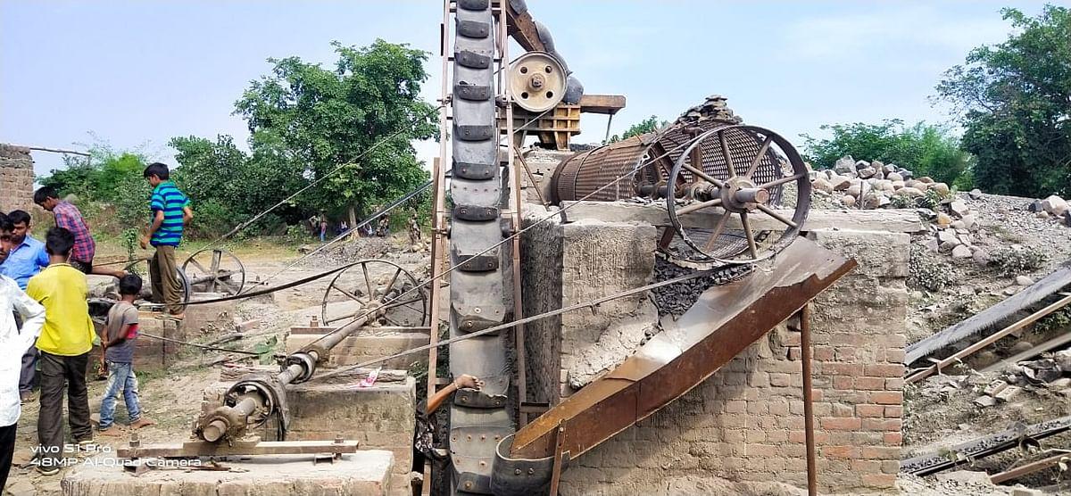 क्रशर मशीन हादसे में दो महिला मजदूरों में एक की मौत, दूसरी की हालत नाजुक, पलामू में मजदूरों की सुरक्षा से खिलवाड़ कर रहे क्रशर संचालक