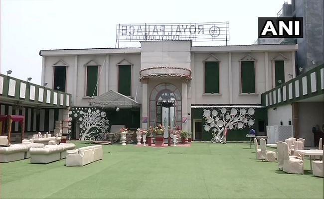 दिल्ली में खुलेंगे बैंक्वेट हॉल, जिम और होटल, शादी समारोह में शामिल हो सकेंगे 50 लोग